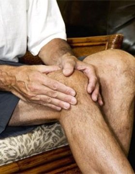 Arthritis symptoms may be relieved by applying magnesium oil.